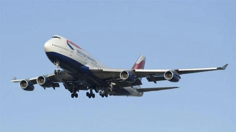 el boeing 747 tiene un consumo de combustible menor que el de un coche