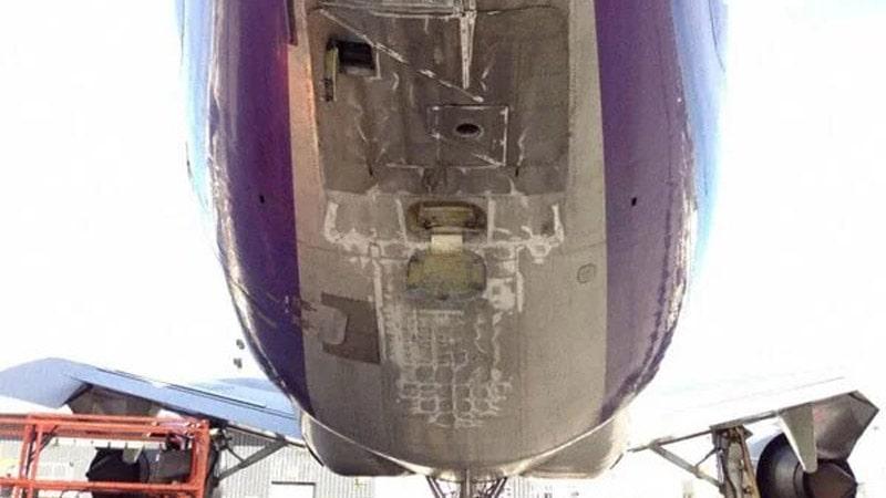 daños por tailstrike en la cola de un avión